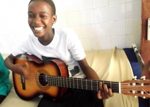 MAry ANIDAN con la Guitarra 2- foto Satan.jpeg